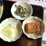 千石家 - チキンカツ単品(500円)+定食(200円)のサイド。2012年8月①