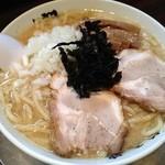 らーめん 潤 - 料理写真:新潟の背油中華そば 760円