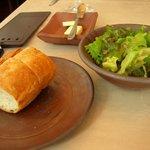ビストロ備前 - ランチのパンとサラダ