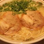 博多大砲ラーメン  - 48年の伝統スープ!全部飲み干すほど旨い!