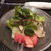 イタリア風ごはん屋さん くるみ - 料理写真:レタス、ベビーリーフ、トマトのサラダ