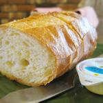 カフェマノワール - パスタランチのパン