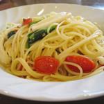 カフェマノワール - イカとほうれん草のトマトパスタ
