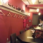 リオブール - 落ち着いた店内、テーブル広々、ゆったり座りながらスペインバルを楽しめます!!