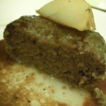 14691834 - ハンバーグを切ってみましたよ♪ 肉汁がぁ~~♪ うれし~~^^