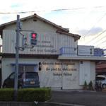 サン ト キキ - 交差点の角にお店があって、非常に車が停めにくい