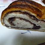 ベーカリー パン ド ハッシュ - 中に粒あんが入っています。