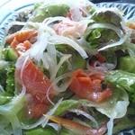 和食の家レンゲ - サーモンと自家製野菜のサラダ
