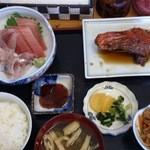 朝漁亭 丼 - 金目鯛の煮付けと刺身盛り定食