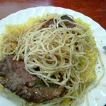 タベルナ・ラ・グロッタ - スパゲッティをお肉にのせる。