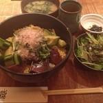 黒尊 - カツオとアボカド丼