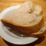 14765855 - パスタセットの自家製パン