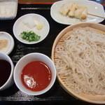 慈げん - うどん つゆ2種(トマトつゆ・もりつゆ) 680円、 串天 ささみとねぎ 120円