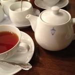 馬車道十番館 - 紅茶のセット、深い味わいをたっぷり二杯