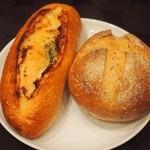 パン工房 プティ・シアン - 料理写真:ガーリックバターフランス\180、カンパーニュ ミニ\150