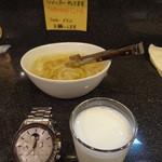 音匙 - 食後のラッシーと玉ねぎのピクルス