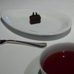 銀座ハプスブルク・ファイルヒェン - ティー(ストロベリー他)とチョコ