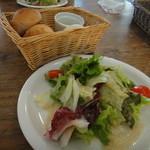 カフェ ソース - ランチセット(サラダ、パン)
