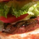 ブルックリンパーラー - マッシュルーム & モッツァレラチーズ バーガーのアップ