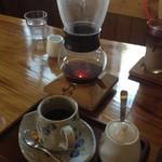 カフェ森のくまさん - コーヒーも常に保温して飲めます:)
