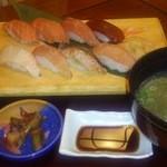 14859759 - 鮪と地魚にぎり定食(大島)