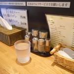 麺屋 蕾 - 卓上