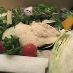 川と山 - 野菜盛り合わせ、胡麻ドレッシングのムース