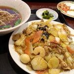 聚香閣 - 台湾ラーメンと中華丼のセット