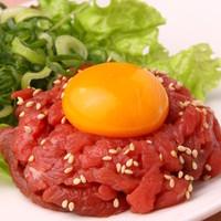 鮮度抜群な肉の甘みが楽しめる『和牛ユッケ』