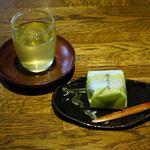霧の森菓子工房 - 霧の森大福と無料のお茶