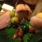 備前 長光 - お通しの穴子寿司と松茸アップ