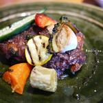 西洋割烹 かるにえ - 鶏モモ肉のロースト 赤ワインと玉葱のソース