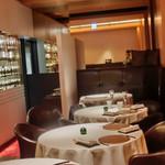 レストラン ラ フィネス - アールを基調にした店内