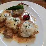 レストラン エスカリエ - 大山鳥のモッツァレラチーズ焼き、マスタードソース