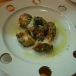 よし野 - タコのニンニクパセリ炒め。撮影前に食べた人がいるので、(笑)1~2個減っていますー。(^_-)