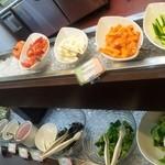 ポポラート - サラダもバリエーションがあり、海藻類や豆腐やトルティーヤなんかも