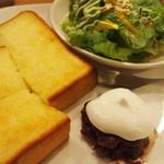 トモチェカフェ - モーニングトーストはトッピングでさらに美味しく!特製バタークリームもチョイス可♪