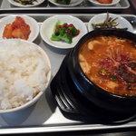 韓国家庭の味 いなか家 - スンドゥブチゲ定食