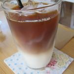 カフェ ポッシュ - ミルクコーヒーもウマイっす