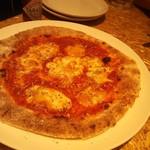 ロハスカフェARIAKE - ピザは薄生地系