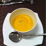 ヴェルミヨンバーグ - カボチャの温かいスープ