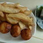 きしめんの店 石波志 - 料理写真:ポテト&たこ焼きセット、おにぎり