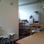 cafe nagisa - 白基調の店内