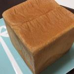 15241369 - 斜めからの食パンさん!かための外側が最高に美味しい(*≧◡≦*)