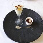 サン・マキアージュ - アミューズ ブーダン・ノワール(豚のソーセージ)+林檎のピューレ
