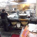 ランラン - 厨房・・・ドンブリが皆デカイ!まるで洗面器!?