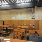 やゆよ・食事屋 - お店は今泉にありながらも大衆食堂の雰囲気を残し気軽に一人でも利用できるような雰囲気です。