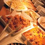 ピッコリ - ディナーはピザ・パスタ・サラダバーの他に前菜やグラタンなどもありました。