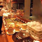 ピッコリ - サラダバーは10種類以上、スープも用意されていました。