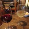 ブラッスリイのでヴァン - ドリンク写真:五一ワイン(赤と白)